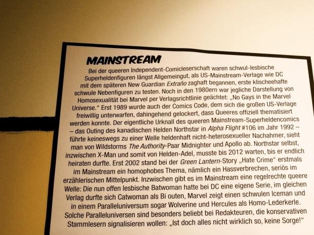 Text zum Mainstream-Superhelden-Bereich der Ausstellung