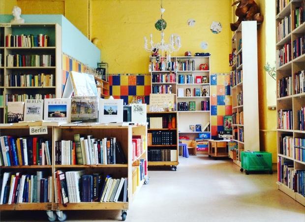 im Bild: der 'Berliner Büchertisch', Mehringdamm 51