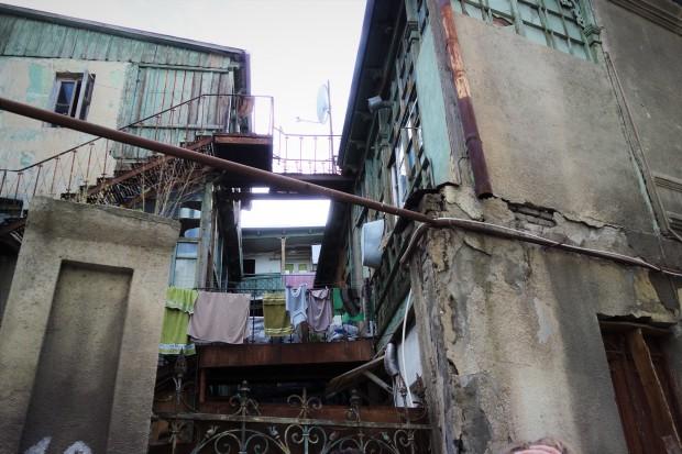 Oliver Zwahlen Schreibt Auch Wenn Es Bereits Eine Reihe Von Grossangelegten Renovationen Gab Ist Der Verfall Alten Bausubstanz In Vielen Stadtteilen